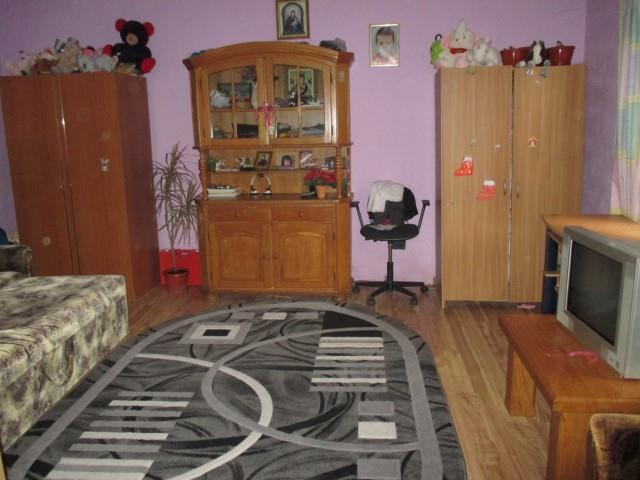 Apartament la casa zona Lupeni