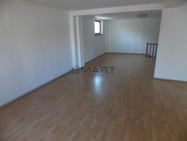 Apartament la casa 4 camere zona Milea