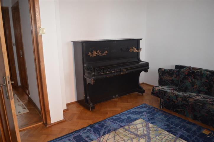 Penthouse 5 camere Scoala de Inot