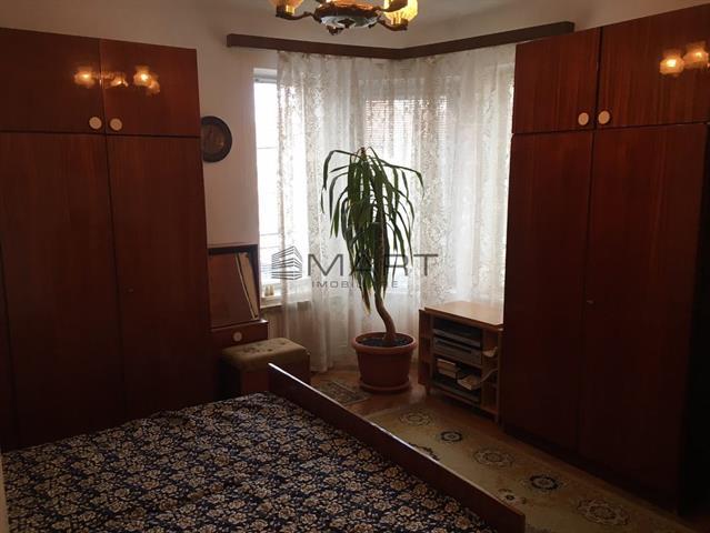 Casa 3 camere decomandate zona Calea Dumbravii
