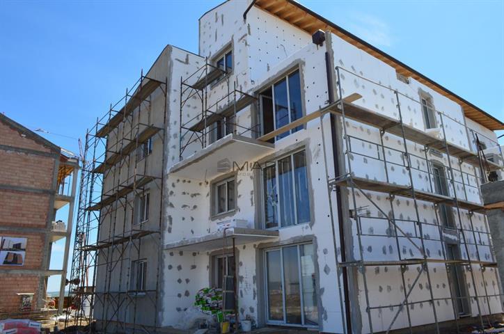 Apartament 3 camere etaj retras zona Calea Cisnadiei