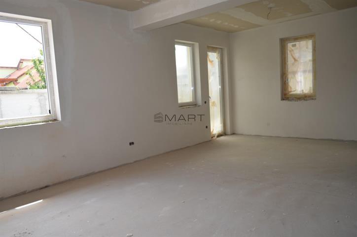 Apartament 4 camere si curte zona Brana