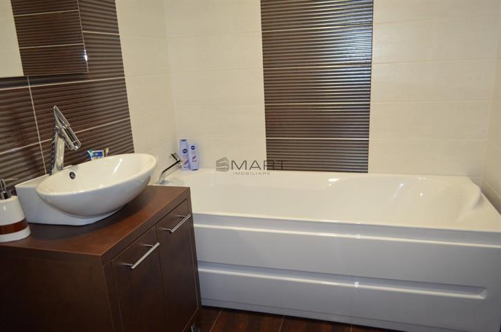 Apartament 4 camere decomandat etaj 1 zona Rusciorului