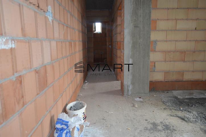 Apartament 3 camere decomandate zona Gusterita