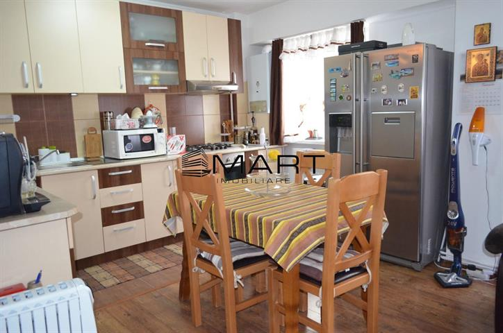 Apartament 3 camere decomandat etaj 1 Valea Aurie