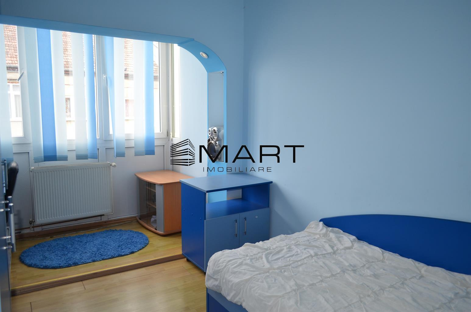 Apartament 3 camere decomandat zona Vasile Aaron